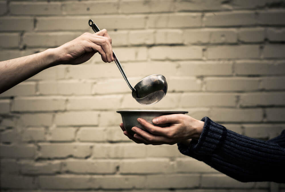In the hand of another person ladle