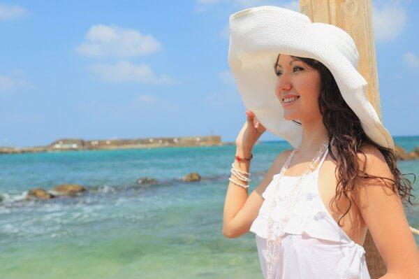 Woman wearing a hat