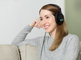 Listening to Ennora Binaural beats